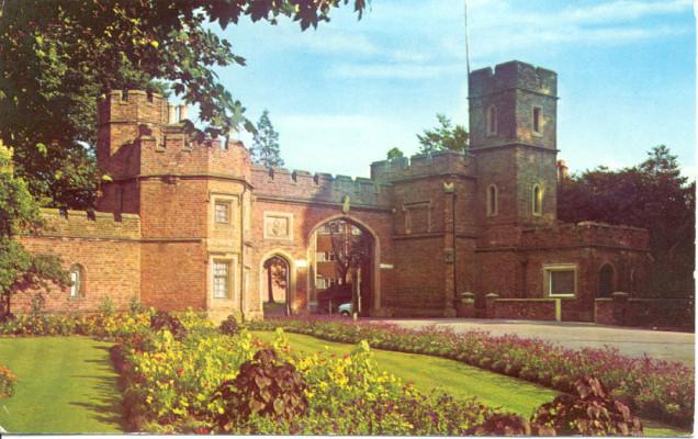 A view of Cassiobury Park Gates   Watford Museum