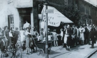 View of people queuing for Grillo's Ice Cream